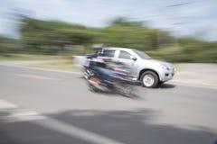 Das Auto verwendet eine Unschärfegeschwindigkeit Stockbild