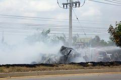 Das Autofeuer wegen der Gasexplosion Stockfotografie
