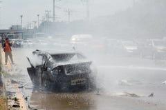 Das Autofeuer wegen der Gasexplosion Lizenzfreie Stockfotos