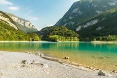 Das Azzurre-Wasser von Lago di Tenno Stockfotos