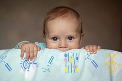 Das Baby in ihrer Krippe Lizenzfreies Stockfoto