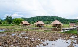 Das Bambushäuschen, der einfache Lebensstil eines thailändischen Landwirts lizenzfreie stockfotos