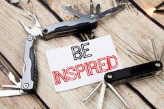 Das Begriffshandschrifttexttitelinspirationsdarstellen wird angespornt Geschäftskonzept für Inspiration und Motivation geschriebe stockbild
