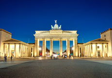 Das belichtete Brandenburger Tor an der Dämmerung Lizenzfreie Stockbilder