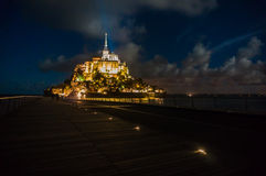 Das belichtete Schloss, Mont Saint Michel in Frankreich Lizenzfreies Stockbild