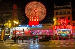 Das berühmte Kabarett Moulin Rouge, Paris, Frankreich lizenzfreies stockbild