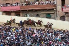 Das berühmte Pferderennen ` Palio-Di Siena-` stockfotos