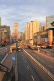 Das berühmte tianhelu (tianhe Straße) bei Sonnenaufgang in Guangzhou Lizenzfreie Stockbilder