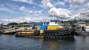 Das BERING-TITAN-Schleppenschiff auf dem See Washington Ship Canal lizenzfreie stockfotos