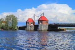 Das bewegliche Brücke ` Eagle-` durch den Fluss Deyma Lizenzfreie Stockfotografie
