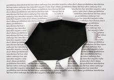 Das Blatt Papier mit Druckenwörtern und dem Schnitt Stockbild