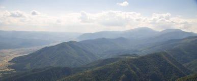 Das Blau der Balkan-Berge in Bulgarien Lizenzfreies Stockfoto