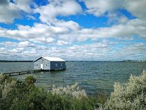 Das blaue Boots-Haus stockfoto