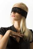 Das blonde mit Spitze auf Augen Stockfotografie