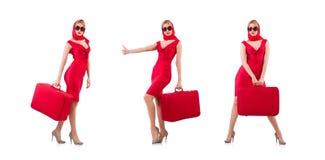 Das blondie im roten Kleid mit dem Koffer lokalisiert auf Weiß stockbild