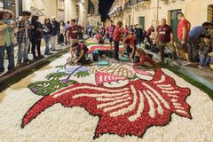 Das Blumen-Festival von Noto in Sizilien stockfotos