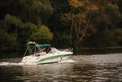 Das Boot auf dem Fluss Stockbilder