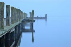Das Boot hat die Brücke verlassen lizenzfreie stockfotografie