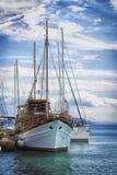 Das Boot im Hafen Stockfotos