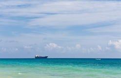 Das Boot im karibischen Meer Stockfotos