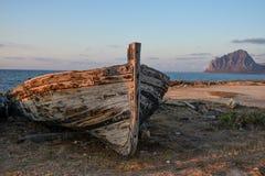 Das Boot und der Berg Lizenzfreies Stockbild