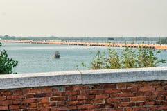 Das Brücke della Liebert schließt das Festland und die Insel von Venedig an Über der Brücke Bahnen für Einschienenbahn, Ca lizenzfreie stockfotografie