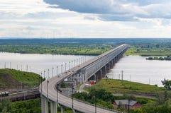 Das Brücke troght der Fluss Lizenzfreie Stockbilder