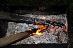 Das Brennen meldet die Grillnacht an Stockfoto