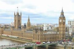 Das BRITISCHE Parlament bringen unter Lizenzfreie Stockfotografie