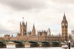 Das BRITISCHE Parlament bringen unter Lizenzfreie Stockfotos