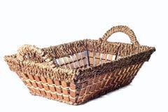 Das Brot wird in Stücke geschnitten Lizenzfreie Stockbilder