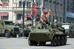 Das BTR-82A ist ein russisches 8x8 fahrbares amphibisches gepanzertes MTW (APC) Lizenzfreie Stockfotografie