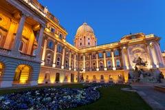 Das Buda Schloss in Budapest mit einem Blumenbett Lizenzfreies Stockbild