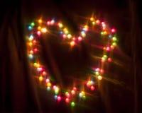 Das bunte Glühen kreist Bokeh auf einem dunklen Hintergrund ein Stockbilder