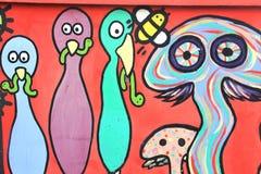 Das bunte graffitti auf der Wand des Tunnels Lizenzfreies Stockfoto