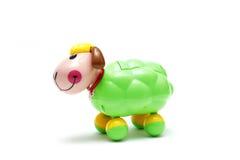 Das bunte Spielzeug von Schafen für Kinder lokalisierte weißen Hintergrund am Studio Lizenzfreie Stockbilder
