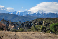Das Canigou in Pyrenees während des Winters lizenzfreie stockfotografie