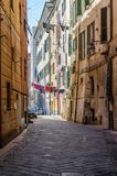 Das caruggio, eine Gasse von Savona in Ligurien lizenzfreies stockfoto