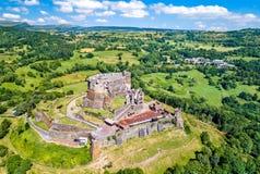 Das Chateau de Murol, ein mittelalterliches Schloss in Auvergne, Frankreich stockfotografie