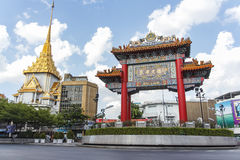 Das China-Tor, Markstein von Chinatown (Yaowarat Rd etwas körniges) Lizenzfreies Stockbild