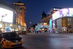 Das chinesische neue Jahr des Affen gründete vor dem Luxuseinkaufszentrum in Peking Stockbilder