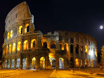 Das Colosseum, Rom. Nachtansicht Stockbilder