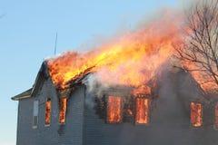 Das Dach brennt Stockfoto