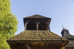 Das Dach der alten hölzernen Kirche Stockfoto