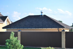 Das Dach der Garage stockbild