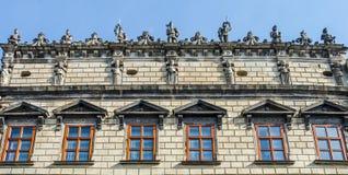 Das Dach und die Fenster der Häuser auf dem Marktplatz in Lemberg Lizenzfreie Stockfotografie