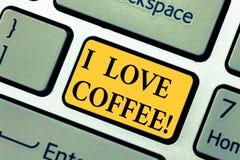 Das darstellende Textzeichen liebe ich Kaffee Liebende Neigung des Begriffsfotos für Heißgetränke mit Koffein Sucht-Taste stockfoto