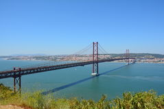 Das 25 De Abril Bridge, Lissabon Lizenzfreie Stockfotos