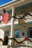 Das Deerfield-Gasthaus, verziert für die Feiertage Stockbilder