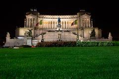 Das Denkmal Sieger-Emmanuel-II nachts. stockfotos
